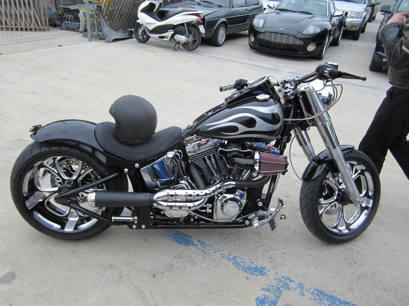 Peinture Sur Le Reservoire D Une Harley Sbs Concept